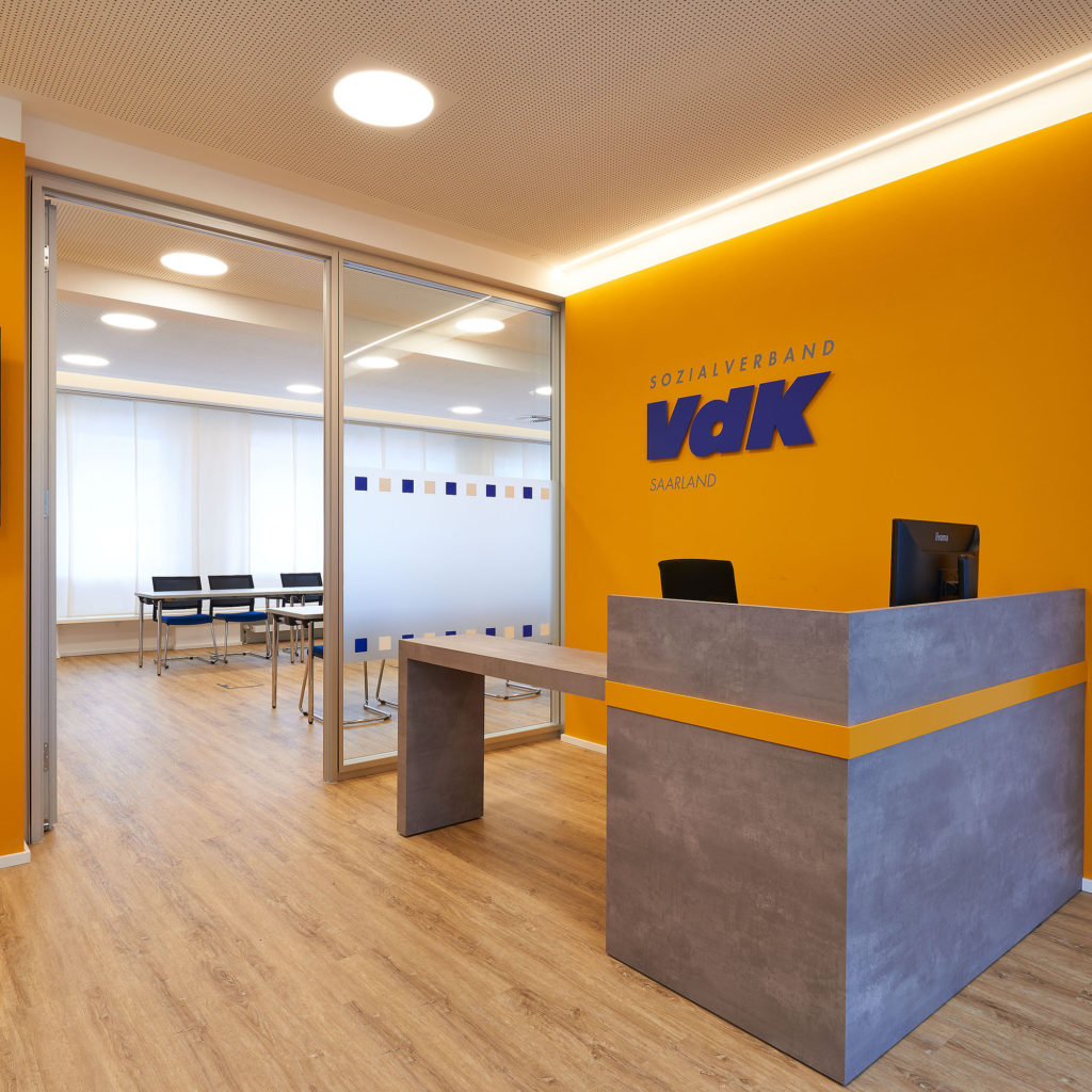 Eingang VdK, Logo, Orientierung